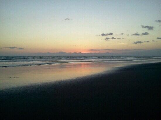Hotel Las Olas Beach Resort: coucher de soleil sur la plage.