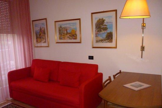 Hotel Parioli: Soggiorno spazioso e gradevole