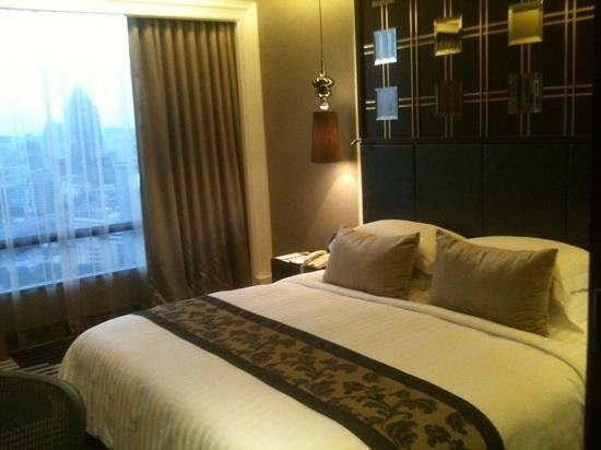 Landmark Bangkok: superior room on premium club floor