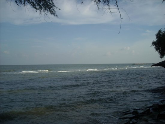 The Regent Cha Am Beach Resort: Beach View from Grounds - Sea reaches sea wall