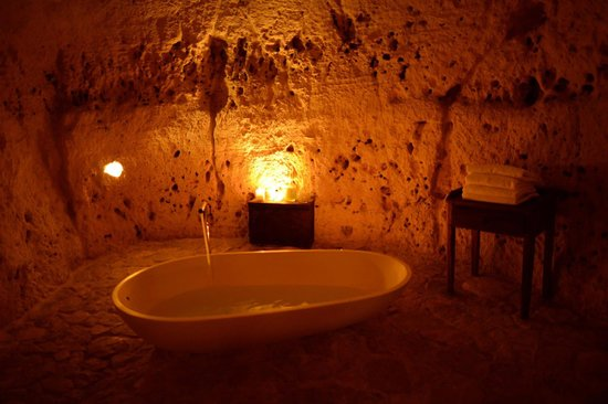 Sextantio Le Grotte della Civita: What a place to take a bath!