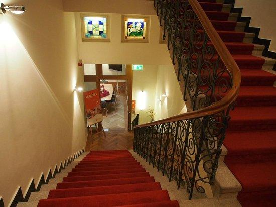 ホテル ヴィクトリア, ホテルの中