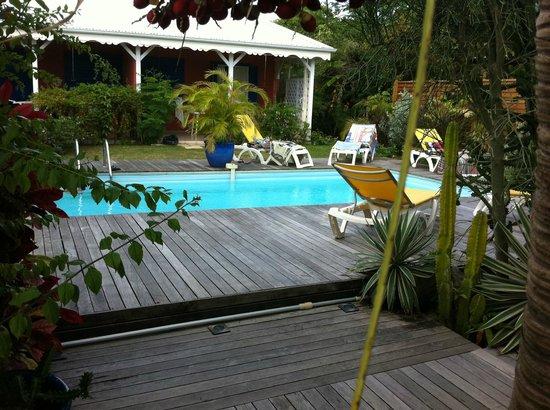 Les Pommes Kannelles: la piscine