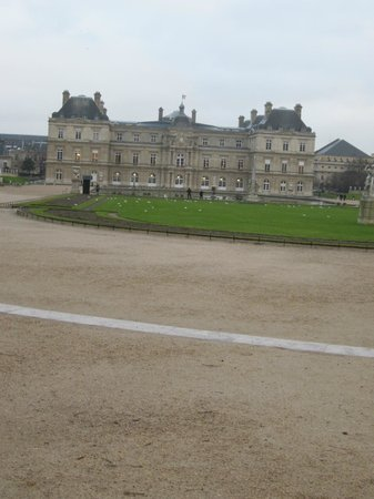 Beautiful statues pan picture of luxembourg gardens paris tripadvisor - Jardin de luxembourg hours ...