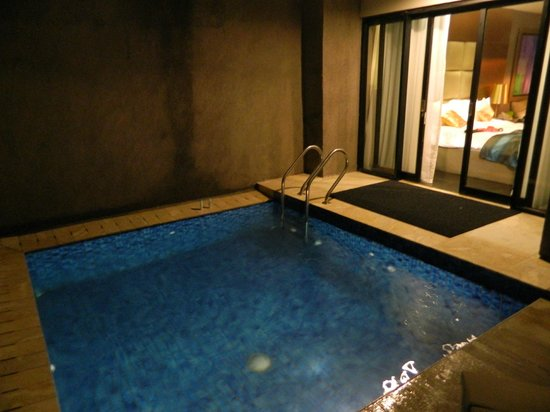 Amaroossa Suite Bali: The private pool