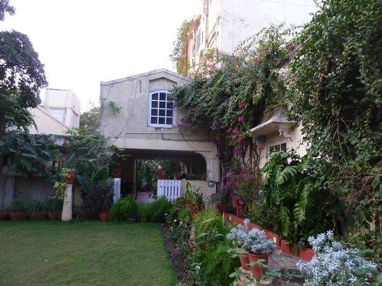 Hotel Madhuban: Garden area