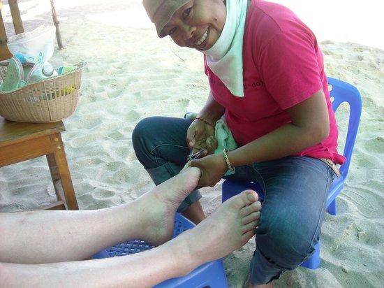 The Regent Cha Am Beach Resort: Pedicure on the beach at Cha-am
