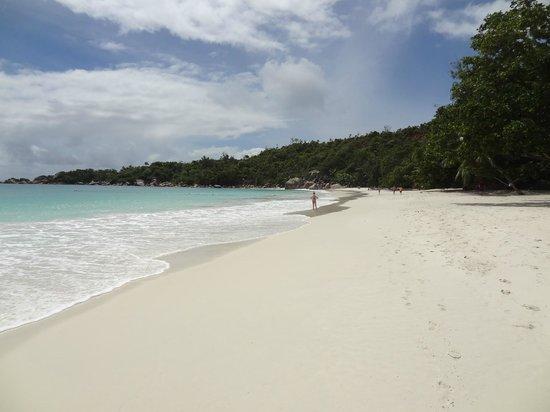 Anse Lazio: Empty beach