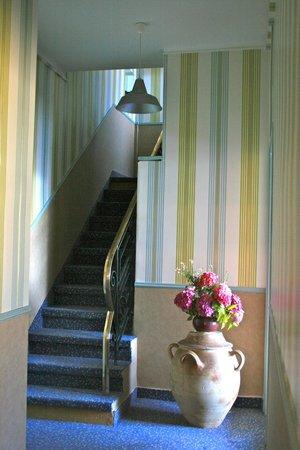 L'Auberge du Cabestan : Escalier de l'hôtel