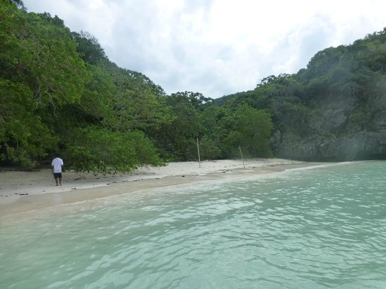 Samui Boat Charter: a secluded beach for swimming