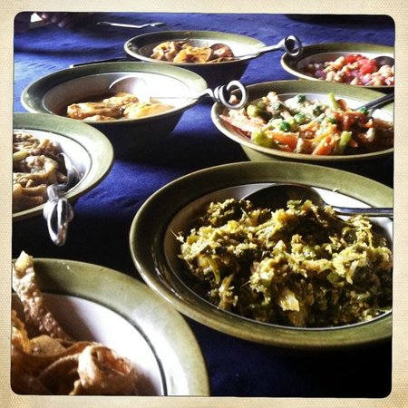 Kandy Samadhi Centre : delicious curries