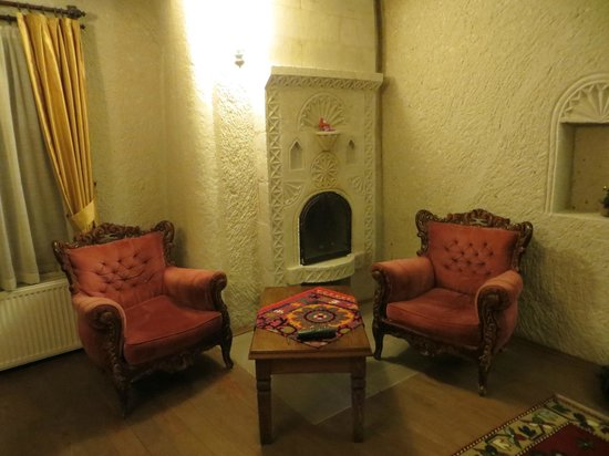 Vezir Cave Suites: Sitting area in room