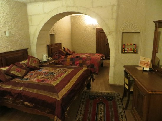 Vezir Cave Suites: Room accommodating 3 people
