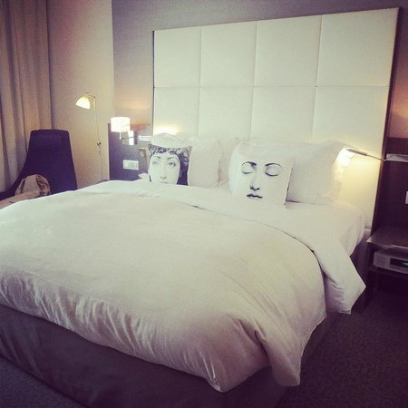 Sofitel Brussels Le Louise: The Bed and Fibonacci Cushions