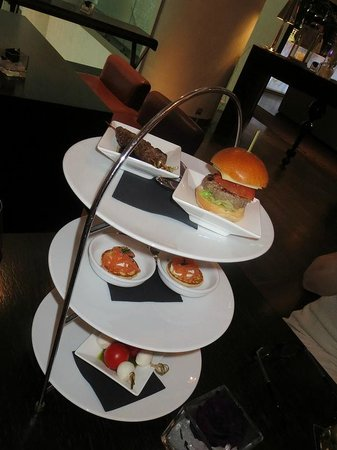 Sofitel Brussels Le Louise: Tapas at the Crystal Lounge