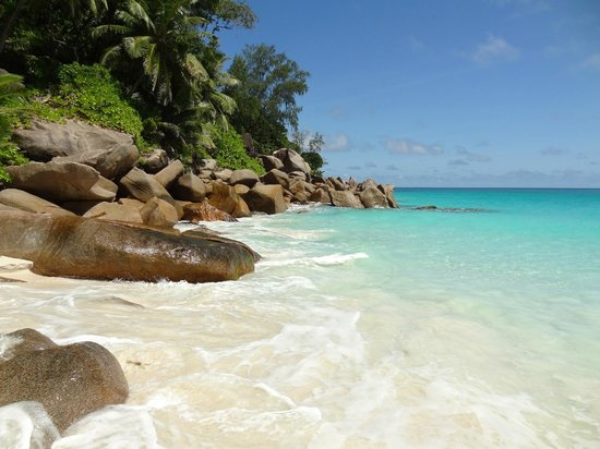 Anse Georgette: Beautiful grounds and granite rocks