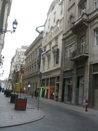 La Prima Fashion Hotel:                   View of the hotel from the street