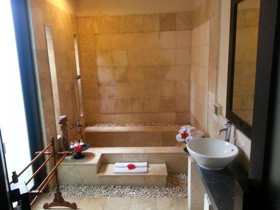 Bebek Tepi Sawah Villas & Spa : bathroom