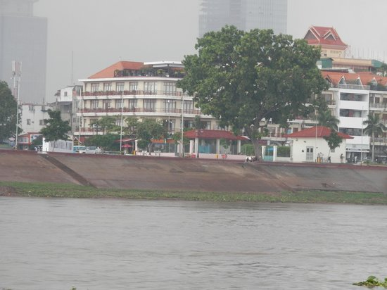 AMANJAYA Pancam Suites Hotel: hotel from river boat cruise