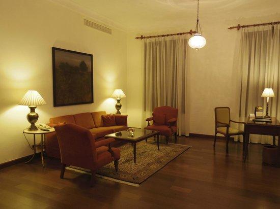 โรงแรมเมเดน: リビングルーム