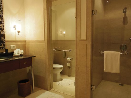 Maidens Hotel: バスルーム