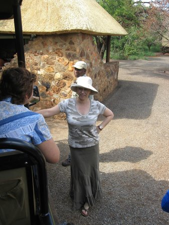Mosetlha Bush Camp & Eco Lodge: Mosethla Bush Camp owner Caroline greets her guests
