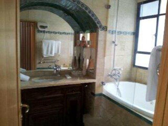 Bayit Bagalil: Bathroom.