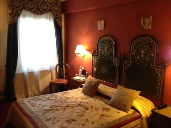 italhotels ginori al duomo: camera 22 con mobili antichi