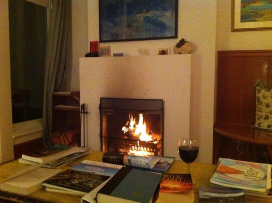 Sooke Harbour House: Wine by the fire