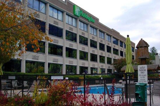 Holiday Inn Asheville - Biltmore East: Hotel Exterior