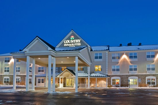Country Inn & Suites By Carlson, Houghton: Welcome to our hotel - We'll leave the light on for you!