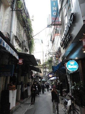 Hanoi Charming Hotel: Yen Thai Street