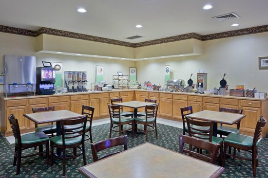 Country Inn & Suites By Carlson, Houghton: Start your day right - complimentary breakfast!