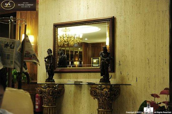 Hotel Liabeny: 一個充滿西班牙風情的大廳總是我的最愛。