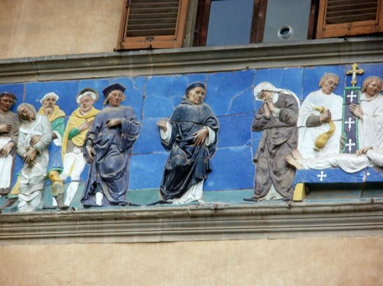 Ospedale del Ceppo: Close up of Frieze.