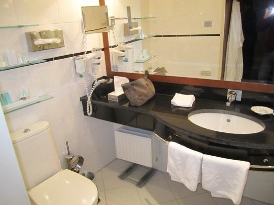 Small Luxury Hotel Das Tyrol: Bathroom