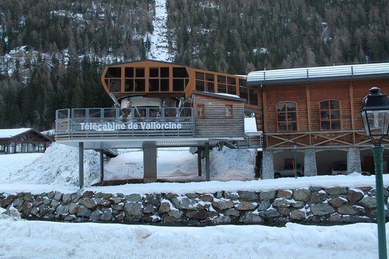 Residence & Spa Vallorcine Mont Blanc: The Ski Lift from the residence terrace