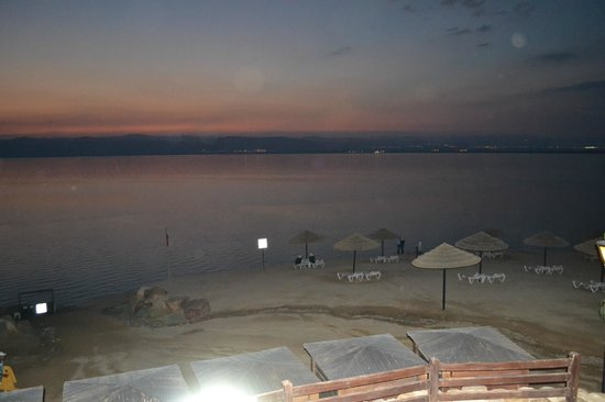 Jordan Valley Marriott Resort & Spa: another view of the Dead sea