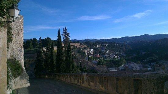 Parador de Tortosa: Road from Hotel
