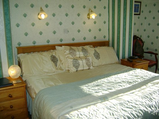 Wharncliffe Hotel: Room 9