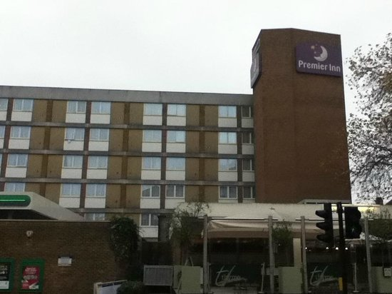 ‪‪Premier Inn London Hampstead Hotel‬: Exterior. Dull