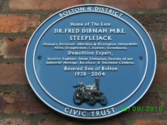 Fred Dibnah Heritage Centre: The Blue Plaque on Freds house.