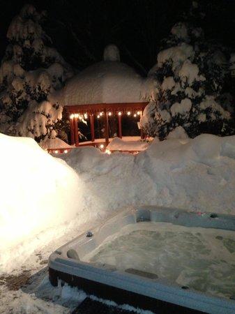 Snowed Inn: Jacuzzi
