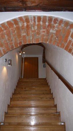 Hotel Arigone: Лестница на этаж