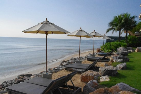 Devasom Hua Hin Resort: Cute little beach
