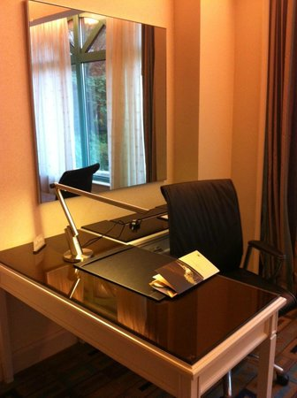 Sunway Resort Hotel & Spa : Nice desk, but the power did not work.