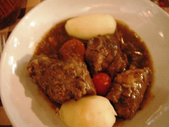 Cuisine de La Montagneet Traditionelle : traditional dish, meat and potatoes