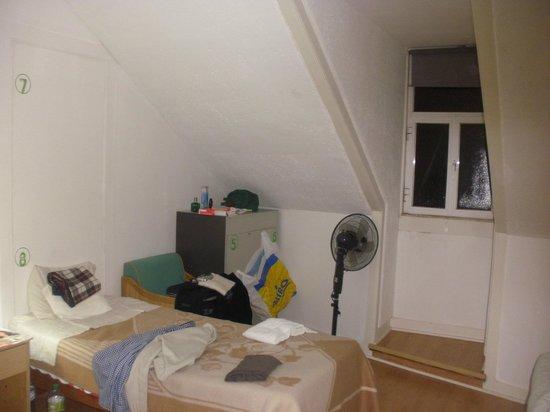 Go Hostel Lisbon: habitacion, disculpen el desorden jijiji