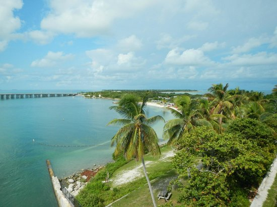 Bahia Honda State Park and Beach : Northerly view from the top of the old railroad bridge