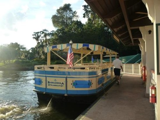 Disney's Saratoga Springs Resort & Spa: Boat dock